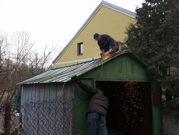 demontáž plechové garáže